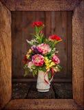Винтажное изображение цветка в деревянной рамке Стоковая Фотография