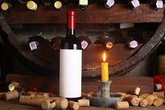 Винтажное красное вино в погребе Стоковая Фотография