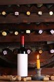 Винтажное красное вино в погребе Стоковые Изображения