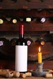 Винтажное красное вино в погребе Стоковые Фото