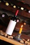 Винтажное красное вино в погребе Стоковое Изображение