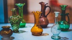 Винтажное красочное стеклянное собрание опарника стоковое фото