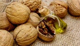 Винтажное масло грецкого ореха бутылки Стоковые Фотографии RF