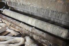 Винтажное машинное оборудование ткани в фабрике Стоковые Фото