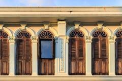 Винтажное окно или китайско-португальский стиль в Пхукете, Таиланде стоковая фотография