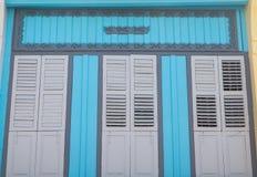 Винтажное окно или китайско-португальский стиль в Пхукете, Таиланде стоковая фотография rf