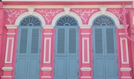 Винтажное окно или китайско-португальский стиль в Пхукете, Таиланде стоковое изображение