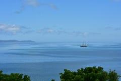 Винтажное парусное судно на штиле на море Стоковое Изображение RF