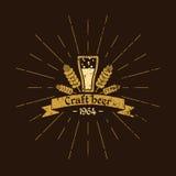 Винтажное пиво логотипа винзаводов Дизайн знака, плакат, рекламируя Стоковое Фото