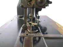 Винтажное поднимающее вверх швейной машины близкое стоковые фотографии rf