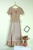 Винтажное платье в ретро интерьере Стоковое фото RF