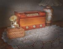 Винтажное радио и лампа Стоковое Изображение