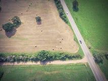 Винтажное сено связки поля прерии обрабатываемой земли Техаса взгляда на солнечный день Стоковое Изображение RF