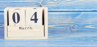 Винтажное фото, 4-ое марта Дата 4-ое марта на деревянном календаре куба Стоковые Изображения