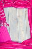 Винтажное фото, рамка перчаток и шали для женщины, одежда на осень или зима, космос экземпляра для текста Стоковая Фотография