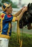 Винтажное фото тренера получая лошадь готовый участвовать в гонке Стоковое Фото
