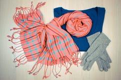 Винтажное фото, Womanly одежды на деревянной предпосылке, одежда на осень или зима Стоковая Фотография RF