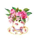 Винтажное чашка с подняло, розовые цветки Акварель чаепития иллюстрация штока