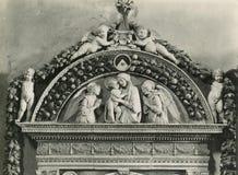 Винтажное della 1880-1930 Giovanni фото Robbia, washbasin, 1498 Флоренс Италия, повесть Santa Maria Стоковые Изображения