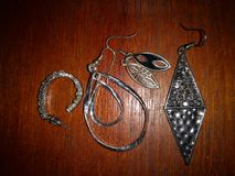 Винтажные аксессуары серьга и ювелирные изделия женщин стоковые изображения