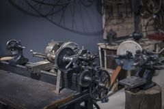 Винтажные блоки токарного станка и компоситы механического оборудования стоковое изображение rf