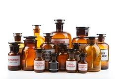 Винтажные бутылки фармации на белой предпосылке Стоковое Фото