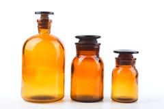 Винтажные бутылки фармации на белой предпосылке Стоковые Изображения