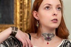 Винтажные венецианские белокурые ювелирные изделия женщины Стоковое фото RF