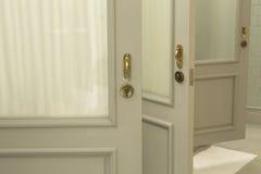 Винтажные двери на гостинице Стоковые Фото