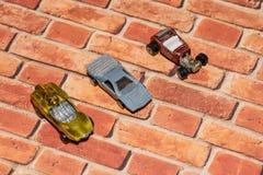 Винтажные гоночные машины игрушки металла в строке Стоковое Изображение