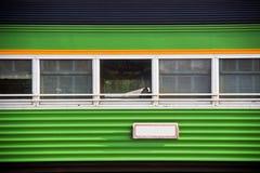 Винтажные зеленые окна поезда стоковое изображение