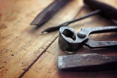 Винтажные инструменты на деревянном столе Стоковое Изображение RF