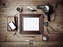 Винтажные инструменты парикмахерской с старой картинной рамкой Стоковое Фото