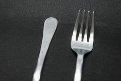 Винтажные и классические серебряные вилка и ложка стоковая фотография rf