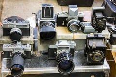 Винтажные камеры на блошинном Стоковые Фотографии RF