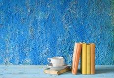 Винтажные книги, чашка кофе Стоковое фото RF