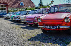 Винтажные красочные автомобили на дисплее Стоковые Изображения RF