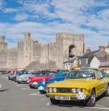 Винтажные классические автомобили принимать след бегут в северном Уэльсе Стоковые Изображения