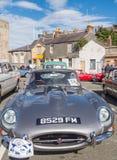 Винтажные классические автомобили принимать след бегут в северном Уэльсе Стоковые Фото