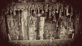 Винтажные ключи для продажи в рынке Парижа античном, Париже, Франции Стоковая Фотография RF