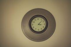 Винтажные настенные часы стиля Стоковое Изображение