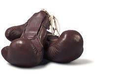 Винтажные перчатки бокса на белой предпосылке Стоковая Фотография RF