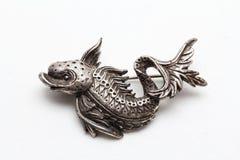 Винтажные рыбы ввели фибулу в моду певтера Стоковые Изображения