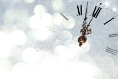 Винтажные часы против светов праздника Стоковые Фото