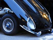 Винтажные черные колеса клобука и спицы автомобиля спорт стоковая фотография