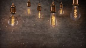 Винтажные электрические лампочки Edison на темной предпосылке Стоковые Фотографии RF