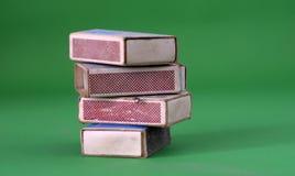 Винтажные Matchboxes на зеленой предпосылке Стоковое Фото