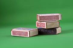 Винтажные Matchboxes на зеленой предпосылке Стоковая Фотография