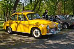 Винтажный автомобиль припаркованное Syrena 105 Стоковое Изображение