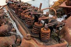Винтажный античный автомобильный вал, оружия, и весны коромысла головки цилиндра Стоковые Фотографии RF